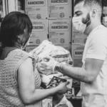 Guilherme & Benuto distribuem cinco toneladas de alimentos arrecadados em live
