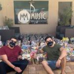 Vitor & Cadu entregam doações arrecadadas em Live solidária